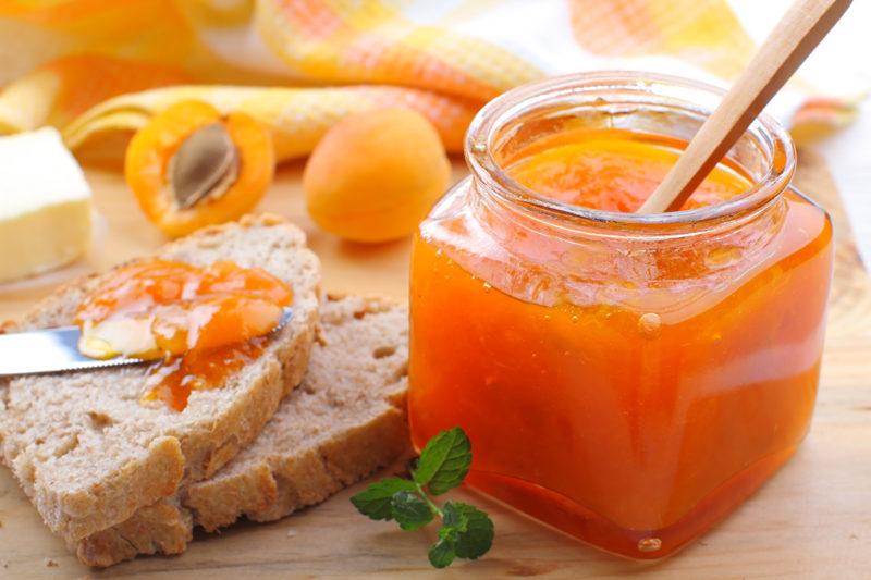 Варенье из абрикосов без косточек с ядрышками