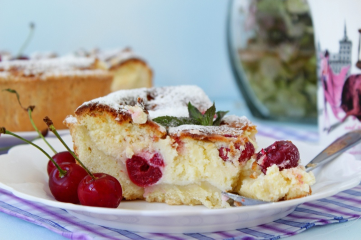 Вкусный творожный торт с вишней и белым шоколадом