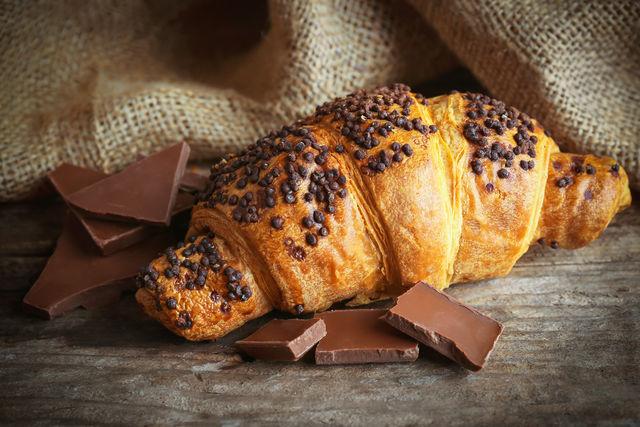 Круассаны с шоколадной пастой из слоёного бездрожжевого теста