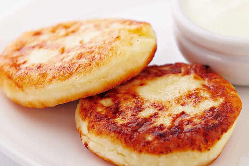 Простой классический рецепт сочных и нежных сырников
