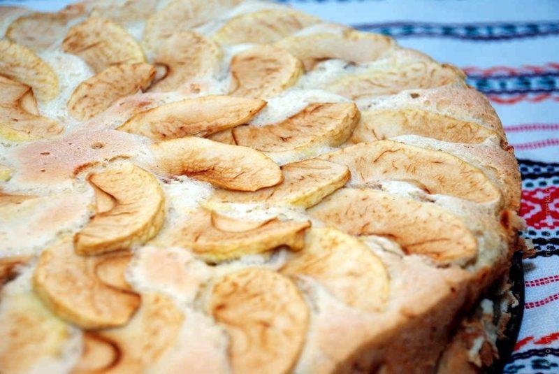 Шарлотка с яблоками – рецепт для мультиварки