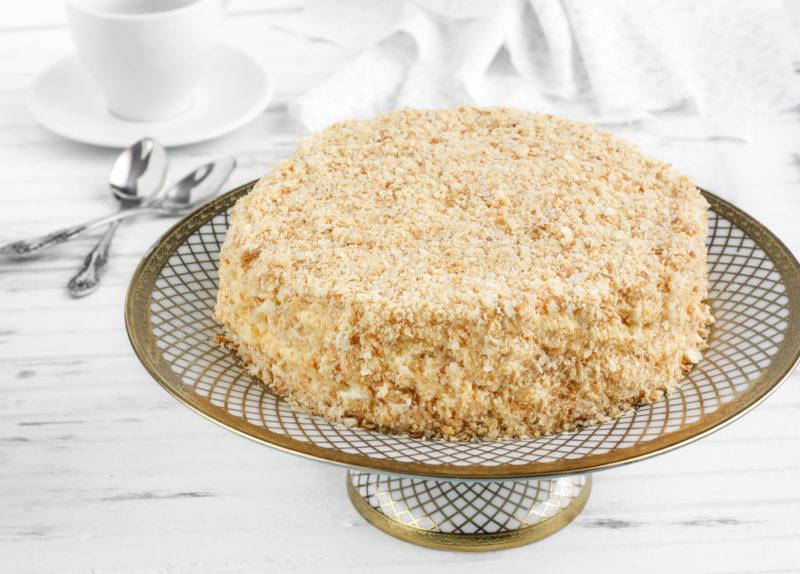 Быстрый пирог со сгущенкой на сковородке