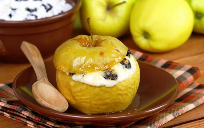 Запеченные яблоки с творогом и сухофруктами