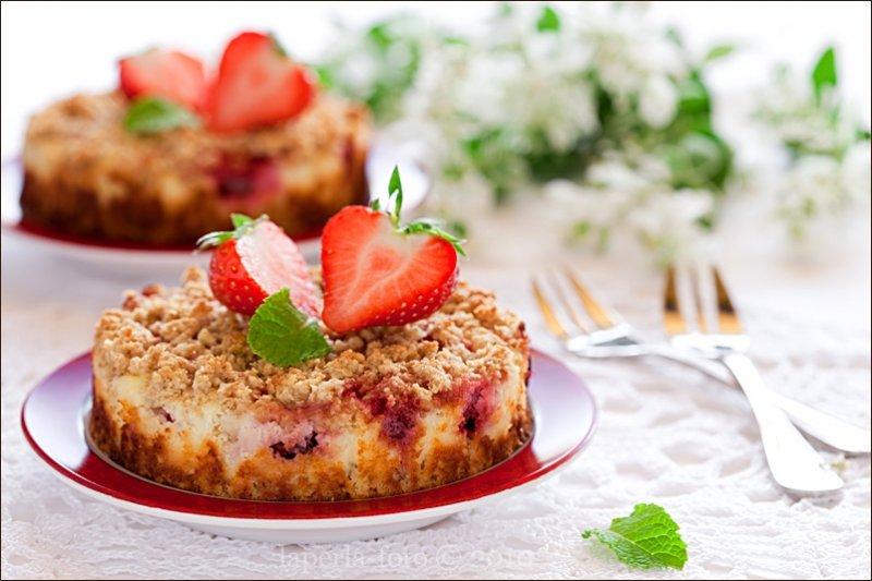 Пирог с замороженными ягодами и творогом
