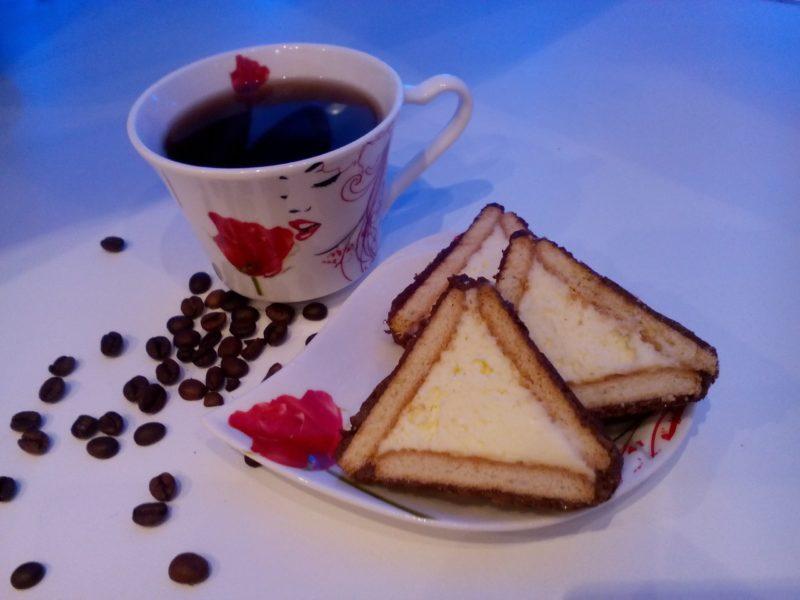 Творожный «домик» из печенья без выпечки