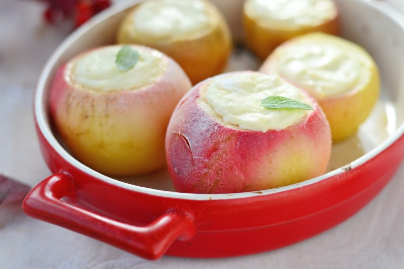 Фаршированные яблоки с творогом и манкой
