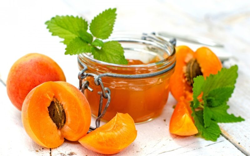 Янтарное варенье из половинок абрикосов на зиму
